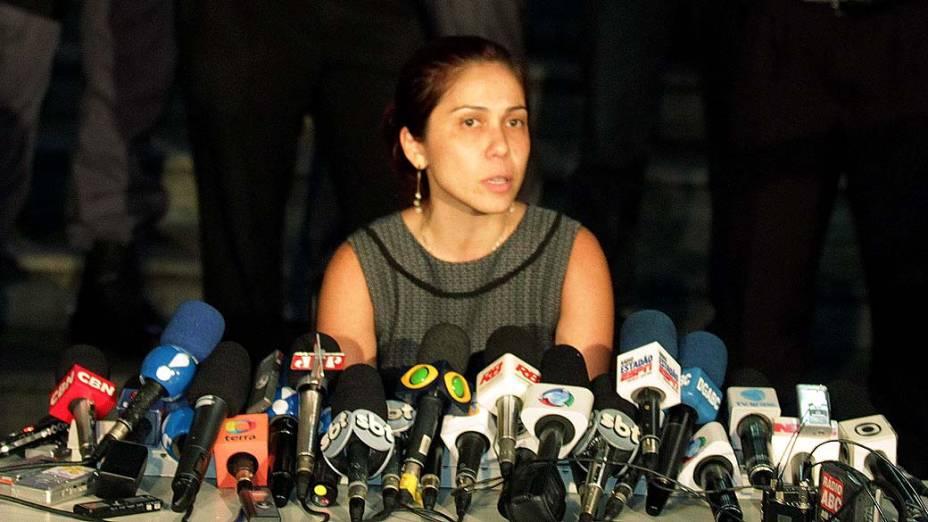 A promotora Daniela Hashimoto durante coletiva de imprensa em frente ao fórum de Santo André após julgamento de Lindemberg