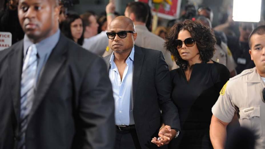 Randy e Janet Jackson chegam para o primeiro dia do julgamento do médico Conrad Murray, pela morte de Michael Jackson, em Los Angeles