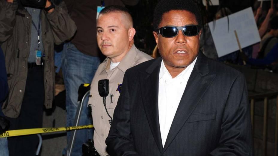 Tito Jackson chega para o primeiro dia do julgamento do médico Conrad Murray, pela morte de Michael Jackson, em Los Angeles