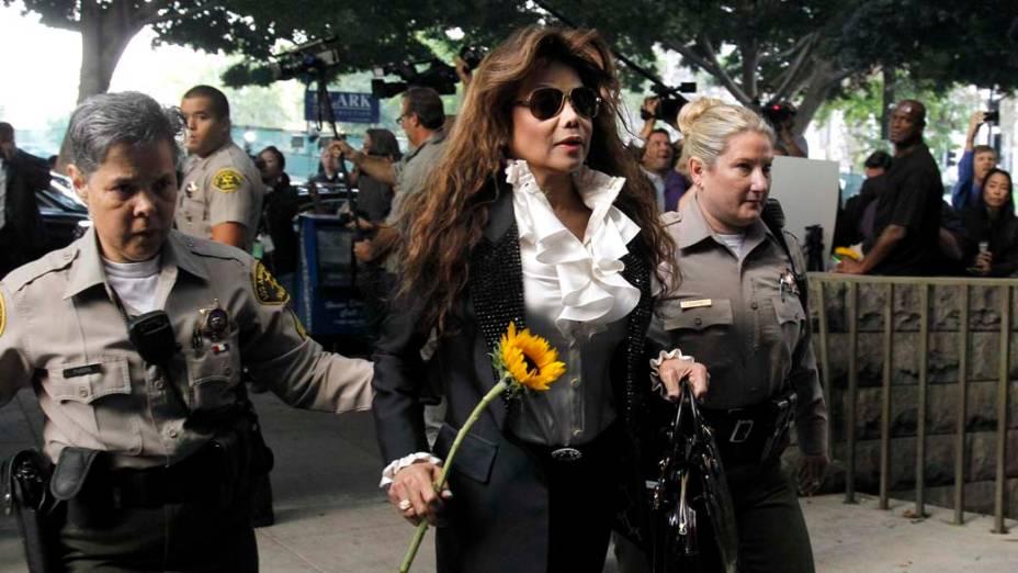 La Toya Jackson chega para o primeiro dia do julgamento do médico Conrad Murray, pela morte de Michael Jackson, em Los Angeles
