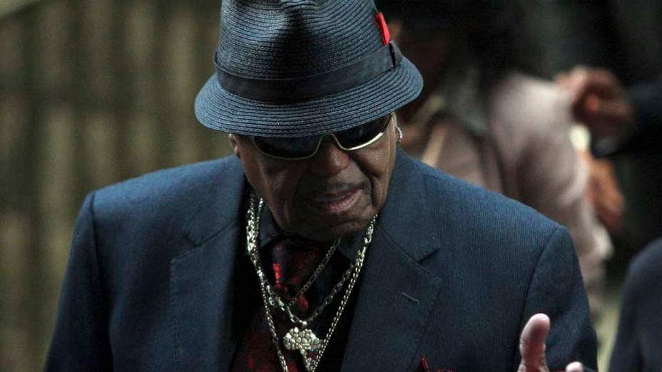 Joe Jackson chega para o primeiro dia do julgamento do médico Conrad Murray, pela morte de Michael Jackson, em Los Angeles