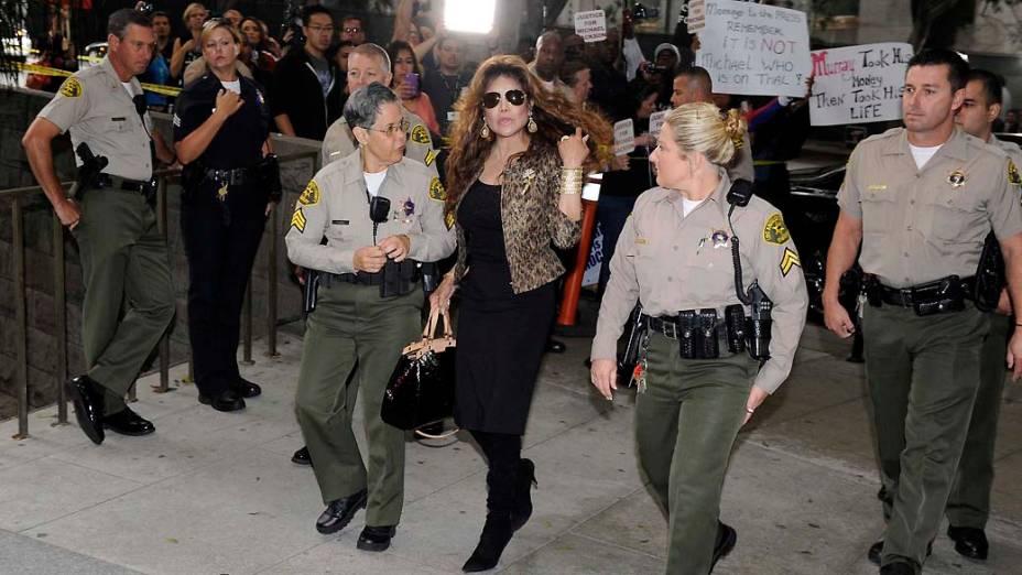 La Toya Jackson chega para o segundo dia do julgamento do médico Conrad Murray, pela morte de Michael Jackson, em Los Angeles