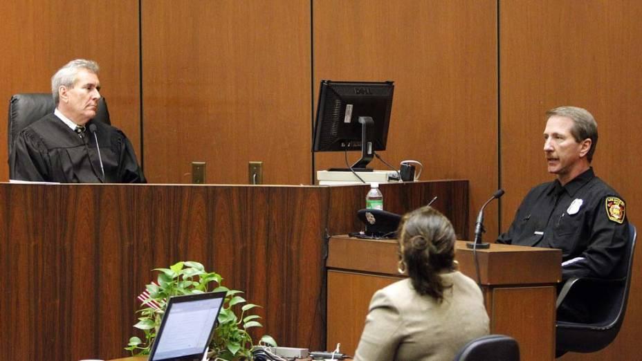 Juíz Michael E. Pastor ouve testemunha no quarto dia do julgamento do médico Conrad Murray pela morte de Michael Jackson