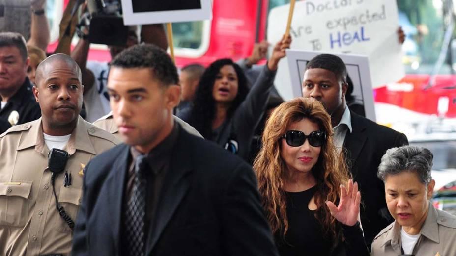 La Toya Jackson chega para o quarto dia do julgamento do médico Conrad Murray, pela morte de Michael Jackson, em Los Angeles
