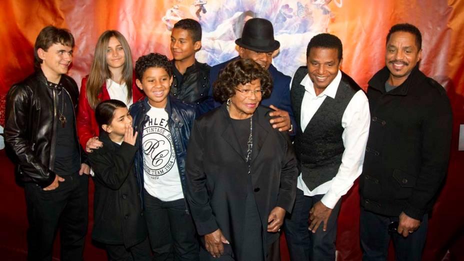 Família de Michael Jackson durante lançamento do espetáculo em sua homenagem no Cirque du Solei, em Montreal, no Canadá