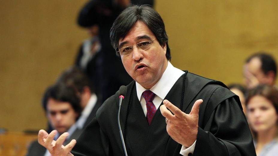 O advogado Marthius Sávio Cavalcante Lobato, defensor do ex-diretor de Marketing do Banco do Brasil Henrique Pizzolato, no plenário do STF, durante julgamento do mensalão, em 09/08/2012