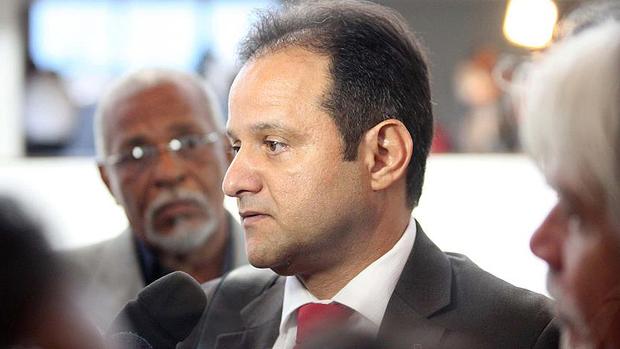 Promotor Marcos Mousinho chega para o julgamento do caso PC Farias, no Fórum de Maceió