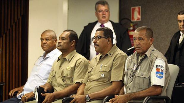 Réus José Geraldo, Reinaldo Correia, Adeildo Costa e Josemar Faustino dos Santos acompanham julgamento