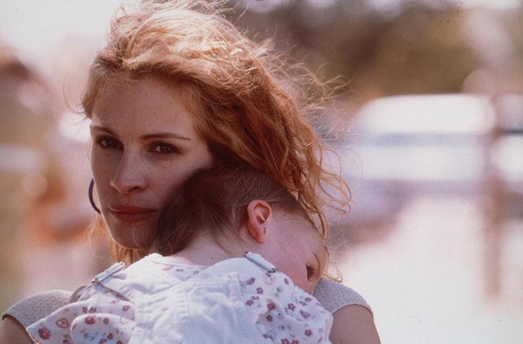 No papel de Erin Brockovich, dirigida por Steven Soderbergh em 2000.