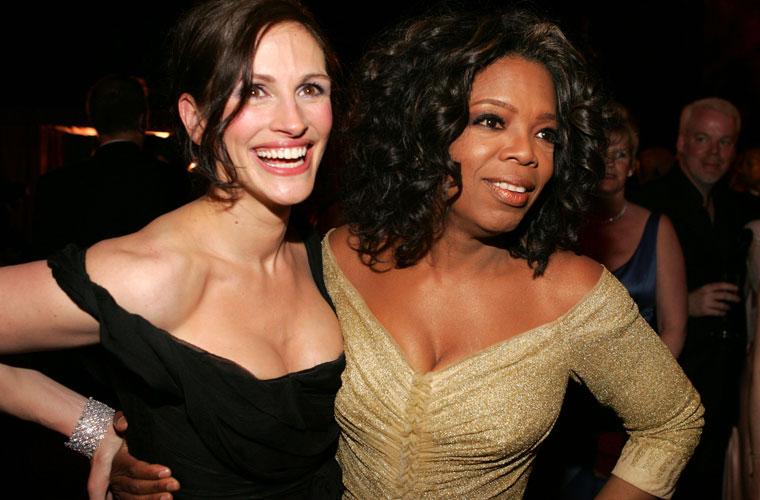 Julia e Oprah Winfrey na festa do Oscar em 2005.