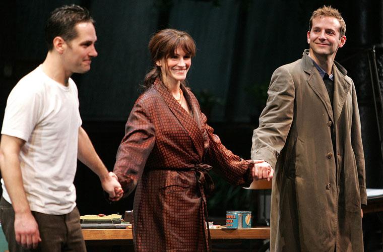 Com os atores Paul Rudd e Bradley Cooper, estrelou em 2006 a peça Three Days of Rain em Nova York.