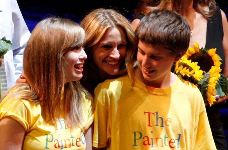 Em 2008, a atriz participou de evento beneficente para crianças doentes em São Francisco.