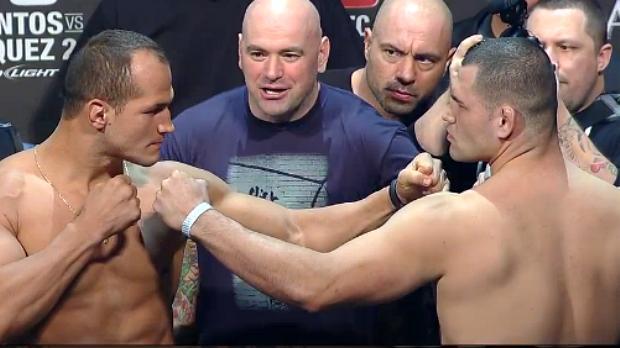 Júnior Cigano e Cain Velasquez na pesagem para o UFC 155