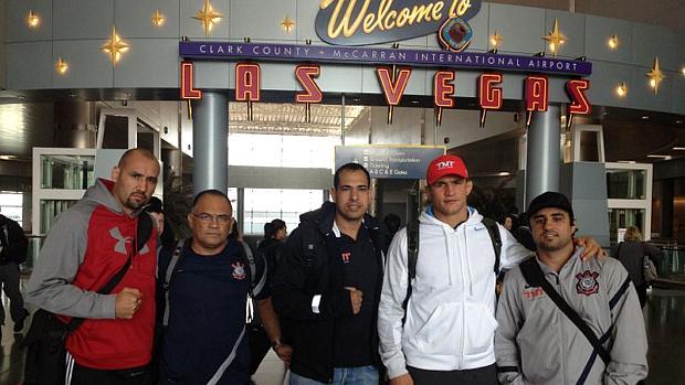 Júnior Cigano e sua equipe na chegada em Las Vegas, para o UFC 155