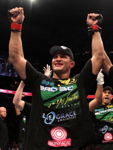 Júnior Cigano venceu o americano Shane Carwin por decisão dos juízes no UFC 131, em junho