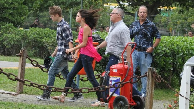 Justin Bieber e Selena Gomez chegam ao heliponto da Lagoa: voo panorâmico pelo Rio de Janeiro em dia nublado