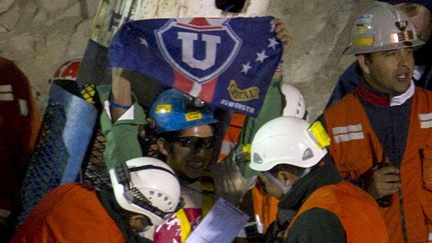 Jymmi Sanchez, o mineiro mais jovem do grupo, é o quinto resgatado na madrugada da quarta-feira.