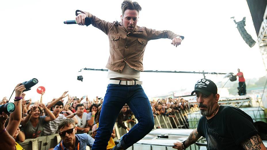 Ricky Wilson, vocalista do Kaiser Chiefs, durante show no palco Butantã, na tarde deste domingo (31), no último dia de Lollapalooza 2013