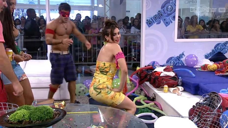 Kamilla dança em festa na casa de vidro do BBB 13