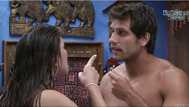 Kamilla discute com Elieser após se recuperar da bebedeira