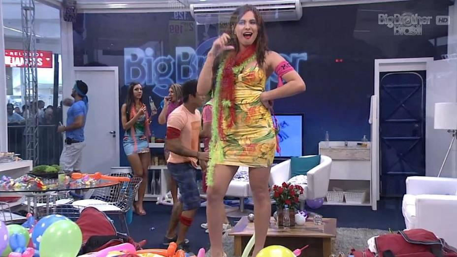 Kamilla se isola em festa na casa de vidro do BBB 13