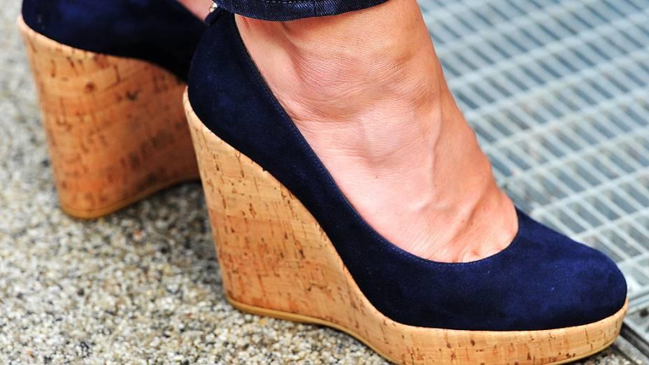 Detalhe do sapato da Duquesa de Cambridge, Kate Middleton durante visita a Vila Olímpica