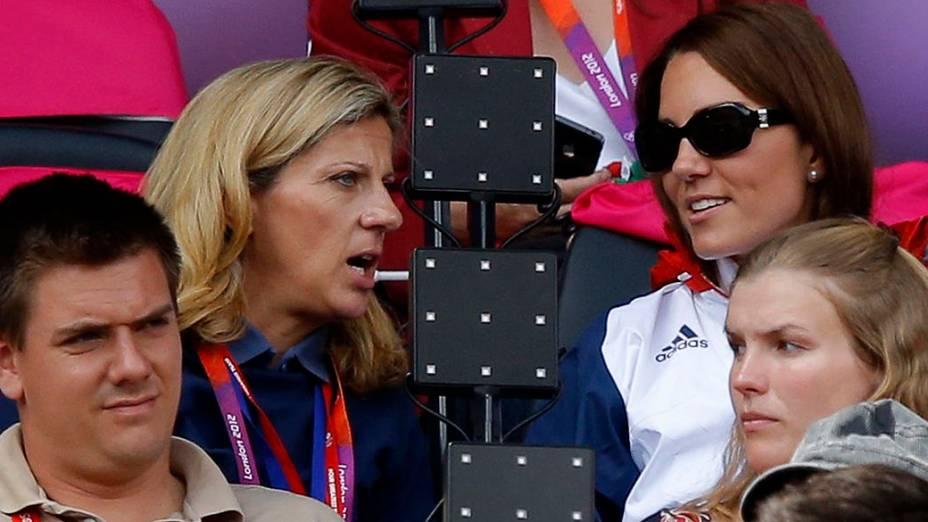 A Duquesa de Cambridge, Kate Middleton durante competição de atletismo no estádio Olímpico de Londres