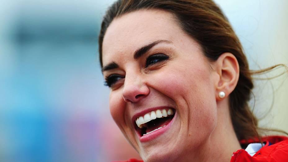 Kate Middleton prestigia prova de iatismo na naía de Weymouth e Portland
