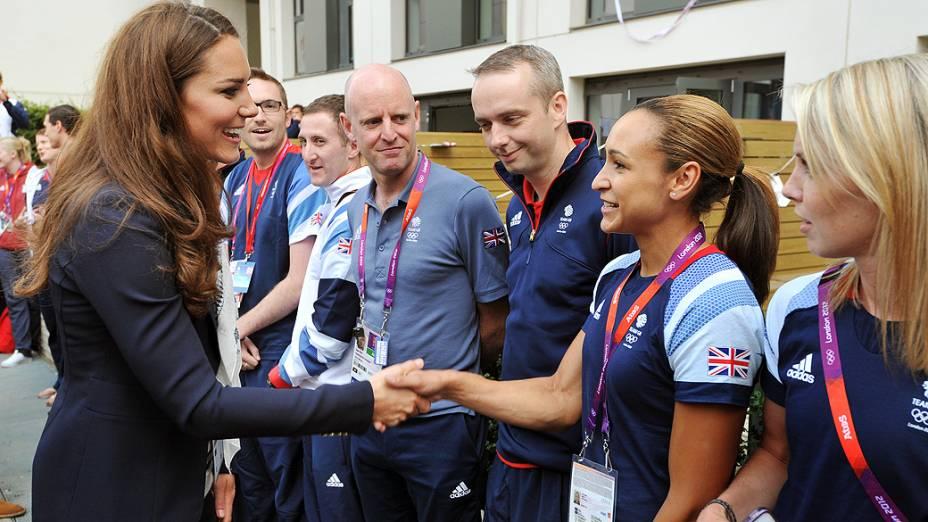 A Duquesa de Cambridge, Kate Middleton durante visita a Vila Olímpica