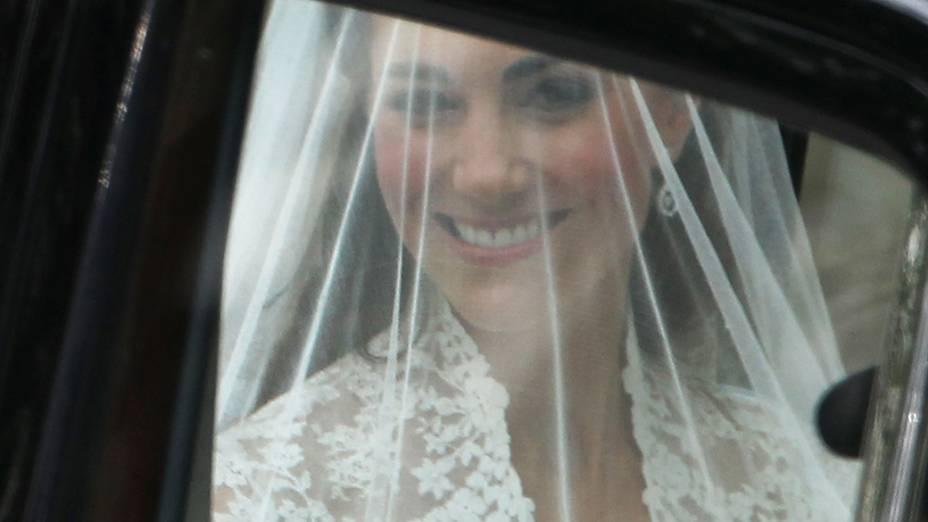 Kate Middleton no carro que a levou à Abadia de Westminster, onde se casou com príncipe William, em 2011