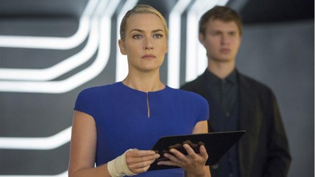 Kate Winslet (Jeanine) e Ansel Elgort (Caleb) no filme A Série Divergente: Insurgente