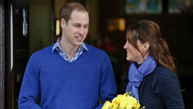 Kate Middleton deixa hospital com o marido, o príncipe William