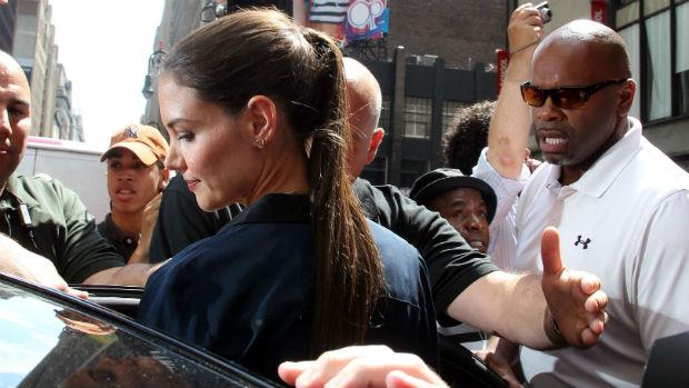A atriz Katie Holmes grava participação em programa de TV três dias após anunciar divórcio de Tom Cruise