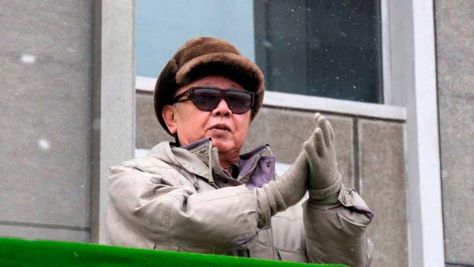 O ditador norte-coreano Kim Jong-Il durante um comício na Praça Hamhung, Coreia do Norte, março de 2010
