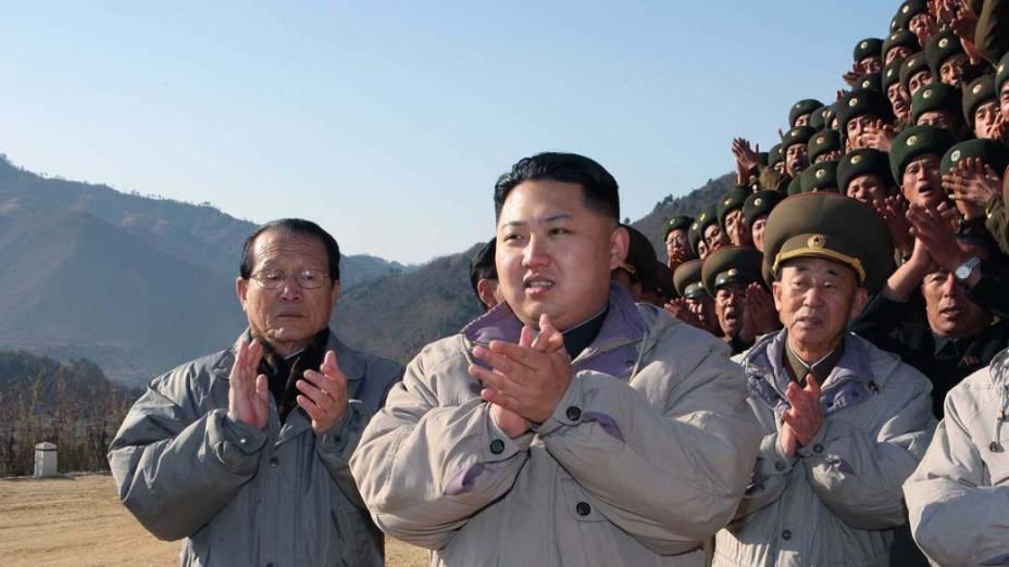 Kim Jong-un, inspecionando o local da construção da Usina Huichon, Coreia do Norte