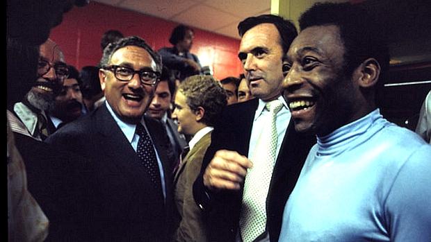 Pelé com o ex-secretário de Estado americano Henry Kissinger