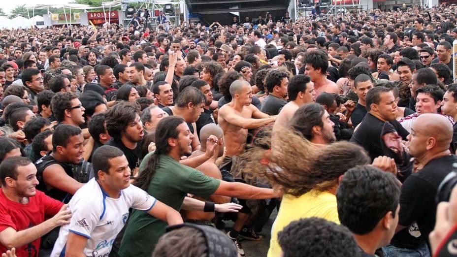 Público no show das bandas Korzus e The Punk Metal Allstars no palco Sunset, no terceiro dia do Rock in Rio, em 25/09/2011