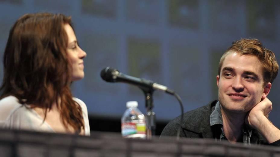Kristen Stewart e Robert Pattinson durante o Comic-Con 2011 na California, Estados Unidos