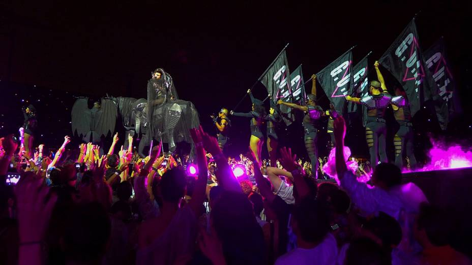 Show de Lady Gaga em São Paulo teve tradicionais performances da cantora