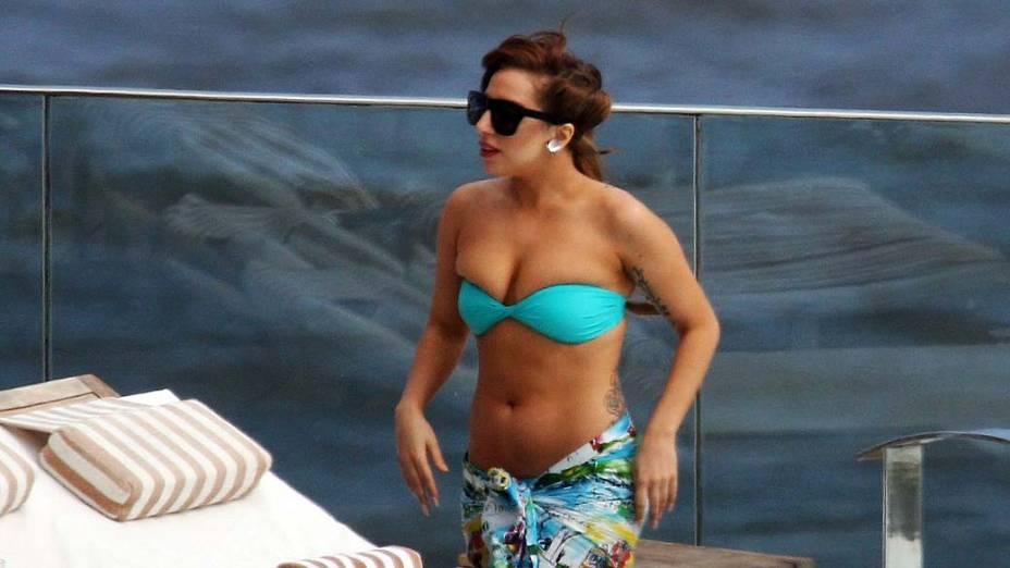 Lady Gaga na piscina do hotel Fasano no Rio de Janeiro