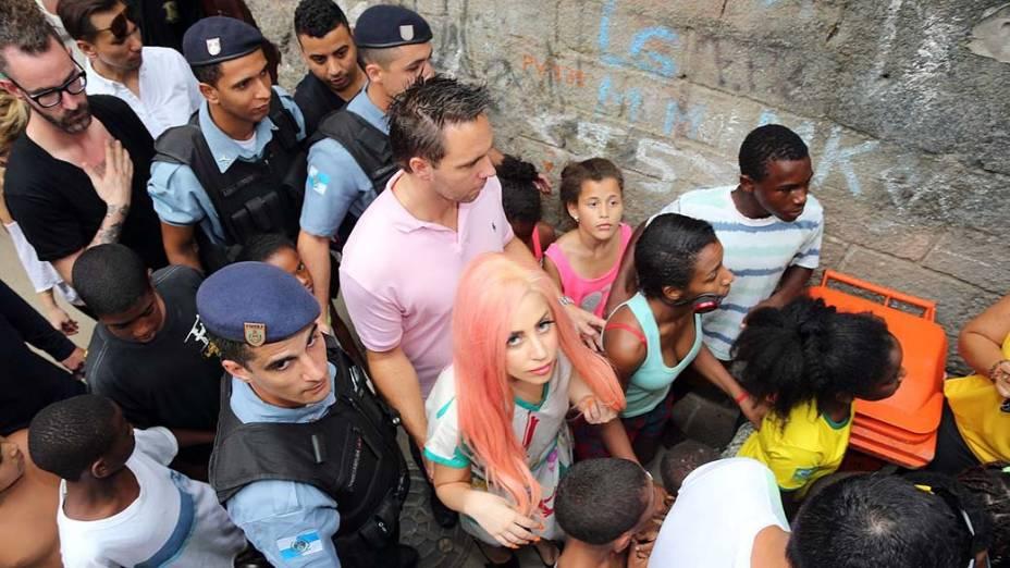 Lady Gaga na favela Cantagalo, no Rio de Janeiro