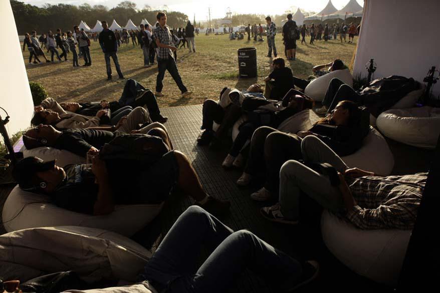 Público aproveita as tendas do SWU