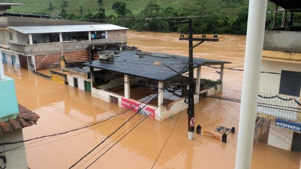 Laje do Muriaé tem 2 mil pessoas desalojadas