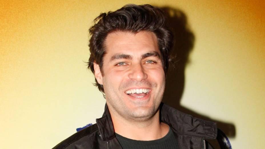 """Tiago Lacerda, ator da novela """"A vida da gente"""", durante festa de lançamento - 25/09/2011"""