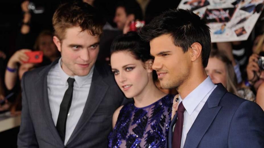 Robert Pattinson, Kristen Stewart e Taylor Lautner na première do filme<em> A Saga Crepúsculo: Amanhecer - Parte 1</em>, em Los Angeles