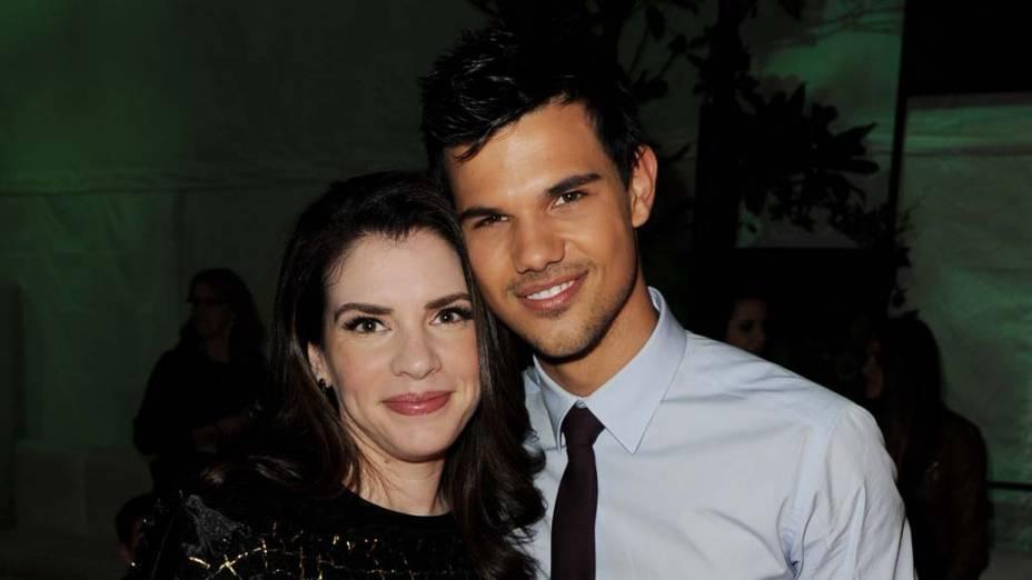 Stephenie Meyer e Taylor Lautner na première do filme<em> A Saga Crepúsculo: Amanhecer - Parte 1</em>, em Los Angeles<br>