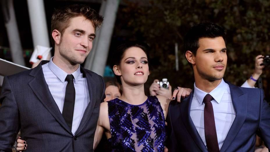 Robert Pattinson, Kristen Stewart e Taylor Lautner na première do filme <em>A Saga Crepúsculo: Amanhecer - Parte 1</em>, em Los Angeles