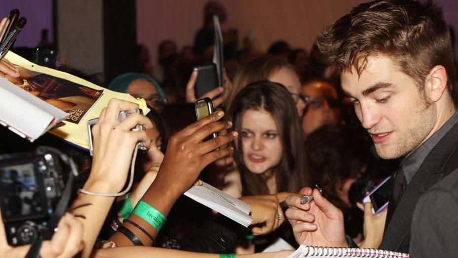 Robert Pattinson na première do filme A Saga Crepúsculo: Amanhecer - Parte 1, em Londres