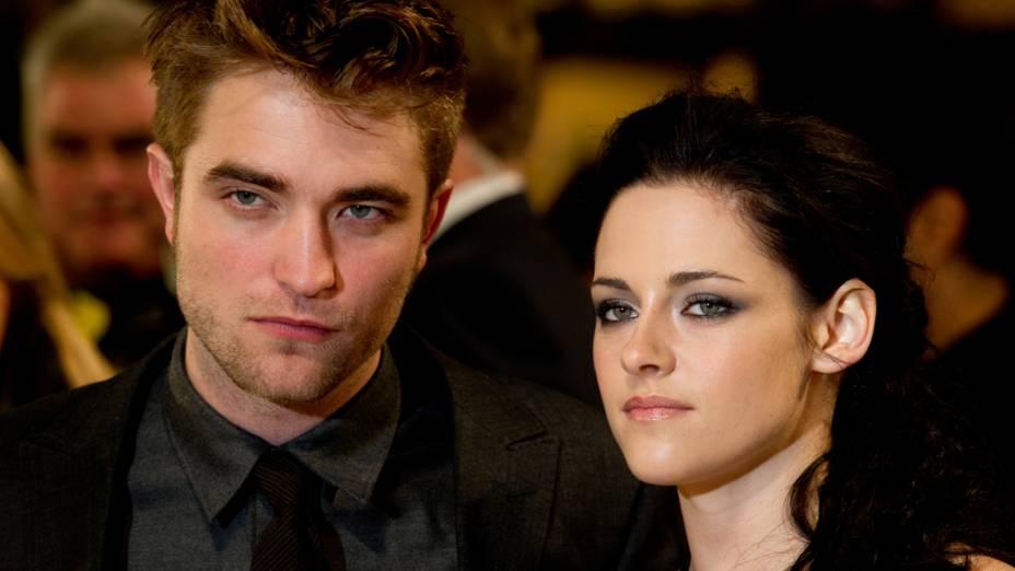 Robert Pattinson e Kristen Stewart na première do filme A Saga Crepúsculo: Amanhecer - Parte 1, em Londres
