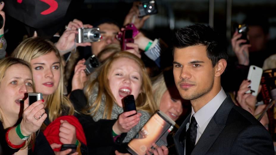 Taylor Lautner na première do filme A Saga Crepúsculo: Amanhecer - Parte 1, em Londres